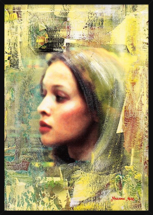 En collage av en kvinne og lyse malingsfarger, av kunstner Marianne Aulie. Poster i en svart ramme.