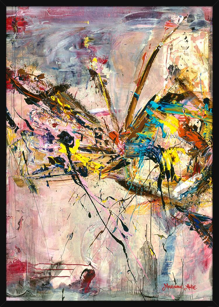 En ekspressiv sommerfugl malt med lyse og sterke farger, av kunstner Marianne Aulie. Poster i en svart ramme.