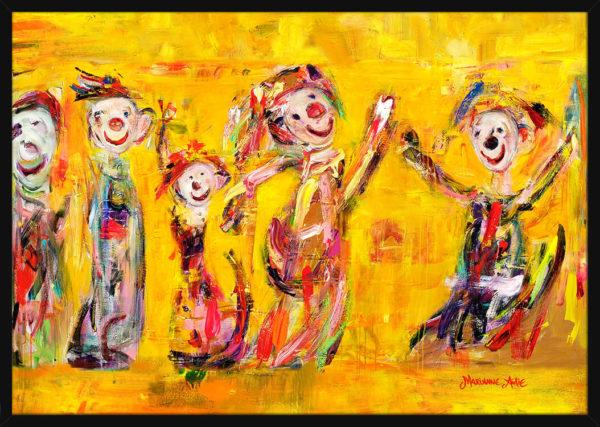 En Optimist familie malt med gylne farger, av kunstner Marianne Aulie. Poster i en svart ramme.