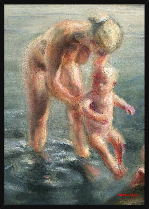 En badestund med mor og barn, av kunstner Vebjørn Sand. Poster i en svart ramme.