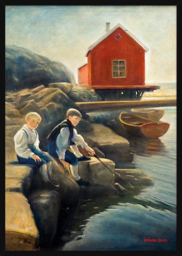 To krabbefiskere og en rød sjøbu ved vannet, av kunstner Vebjørn Sand. Poster i en svart ramme.