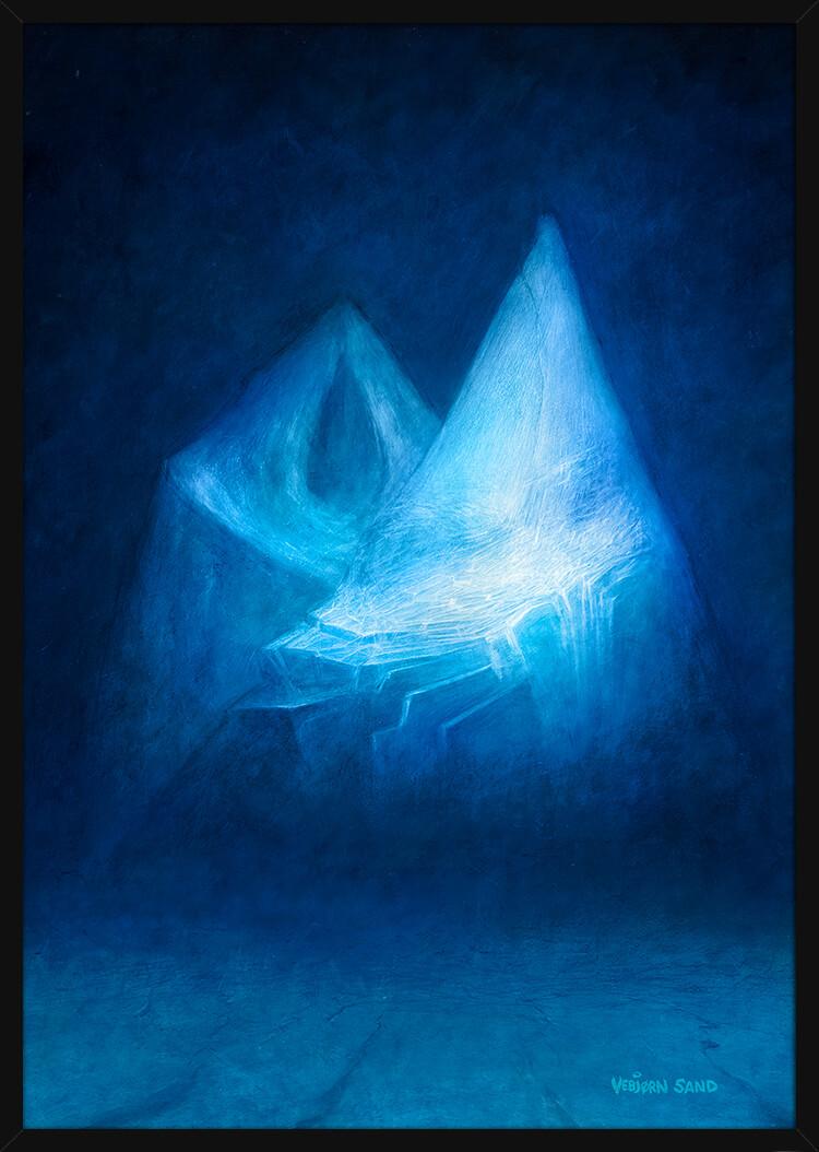 To Antarktis fjell om natten, av kunstner Vebjørn Sand. Poster i en svart ramme.