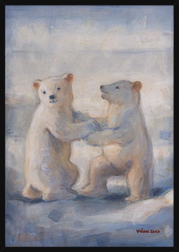 To isbjørnunger i Arktis, av kunstner Vebjørn Sand. Poster i en svart ramme.