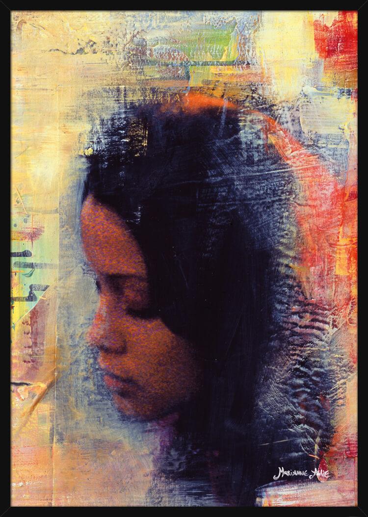 En collage av en vakker kvinne og lyse farger, av kunstner Marianne Aulie. Poster i en hvit ramme.