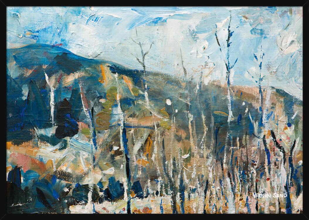 Vinter skog landskap med fjell, av kunstner Vebjørn Sand. Poster i en hvit ramme.
