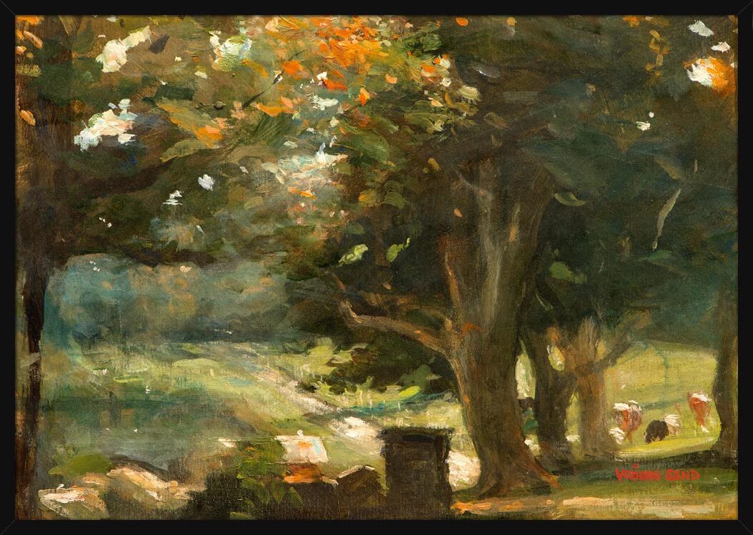 Bondelandskap med grønne trær og gule blader, av kunstner Vebjørn Sand. Poster i en svart ramme.